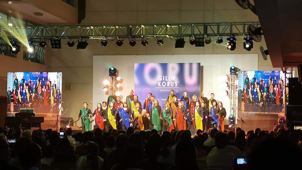Colorful Show choir singing